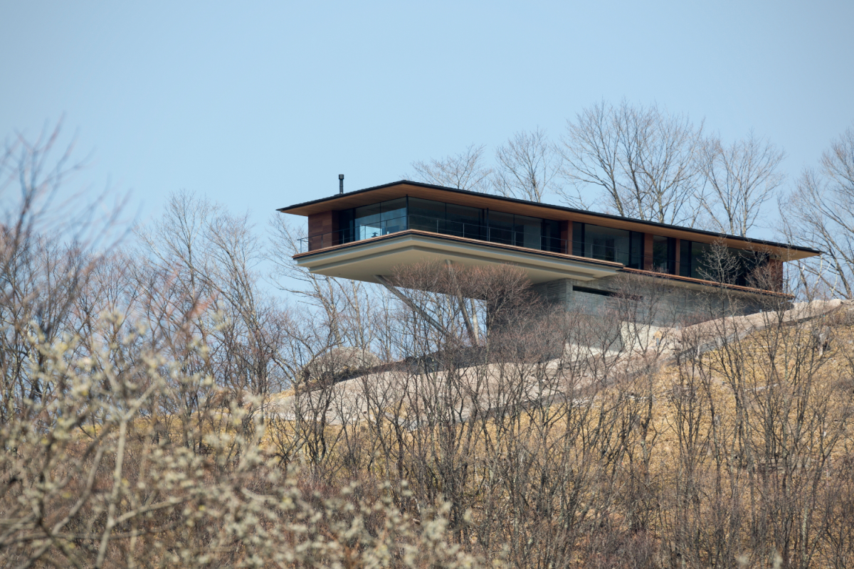 Mountain living house in yatsugatake the plus paper for Living on a mountain