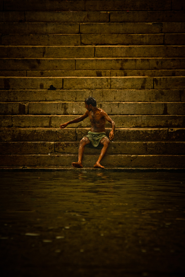 Bathing in the Ganges Varanasi India 15th Dec 2014_15_ Julian_Bound