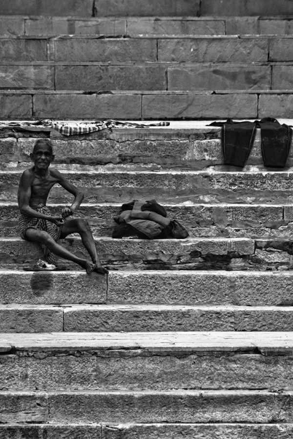 Bathing in the Ganges Varanasi India 15th Dec 2014_6_ Julian_Bound