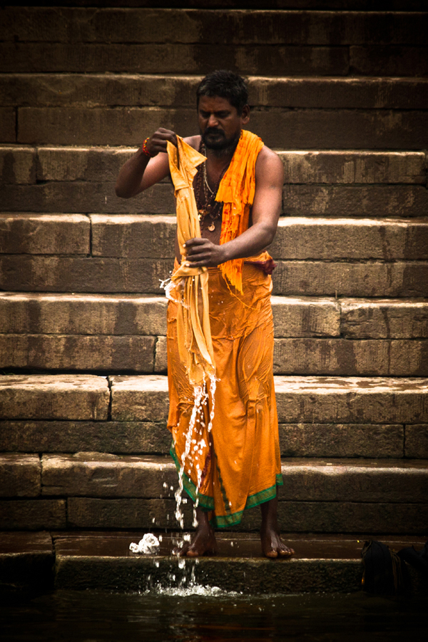 Bathing in the Ganges Varanasi India 15th Dec 2014_9_ Julian_Bound