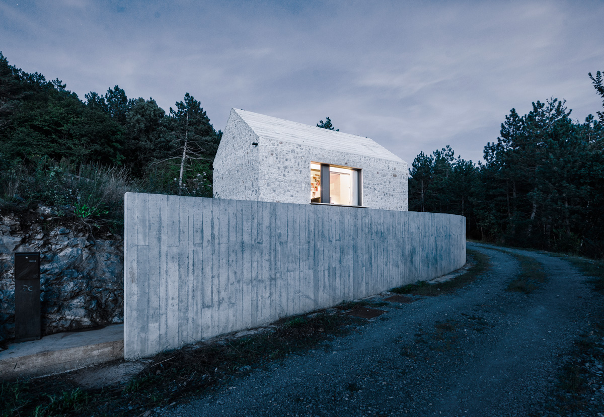 Traditional Design Compact Karst House