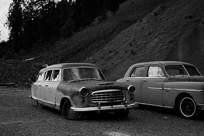 The Quiet Nostalgia of Road-Trip Photography