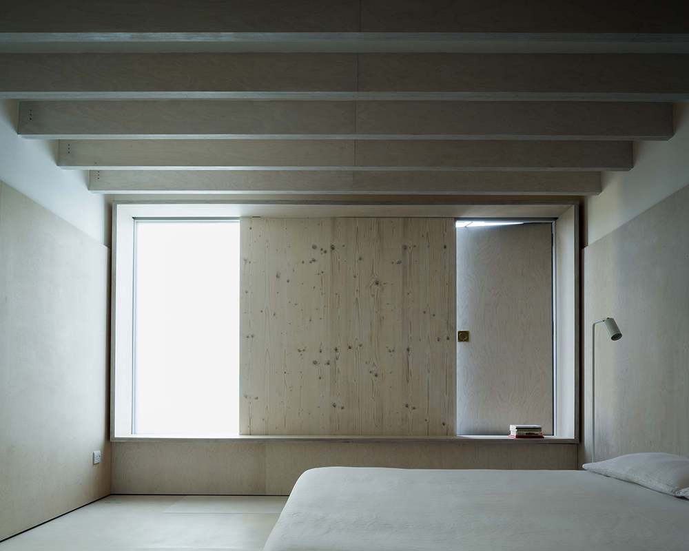 PH2_1_Plywood_Shutter_bedro