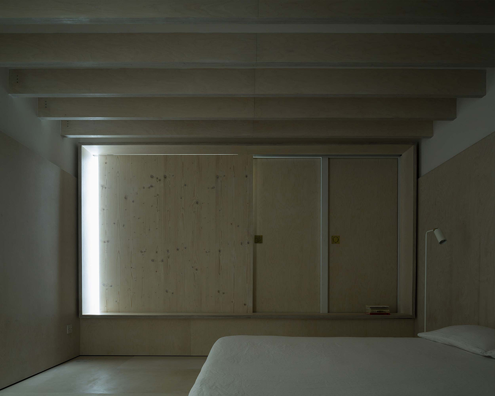 PH2_3_Plywood_Shutter_bedro