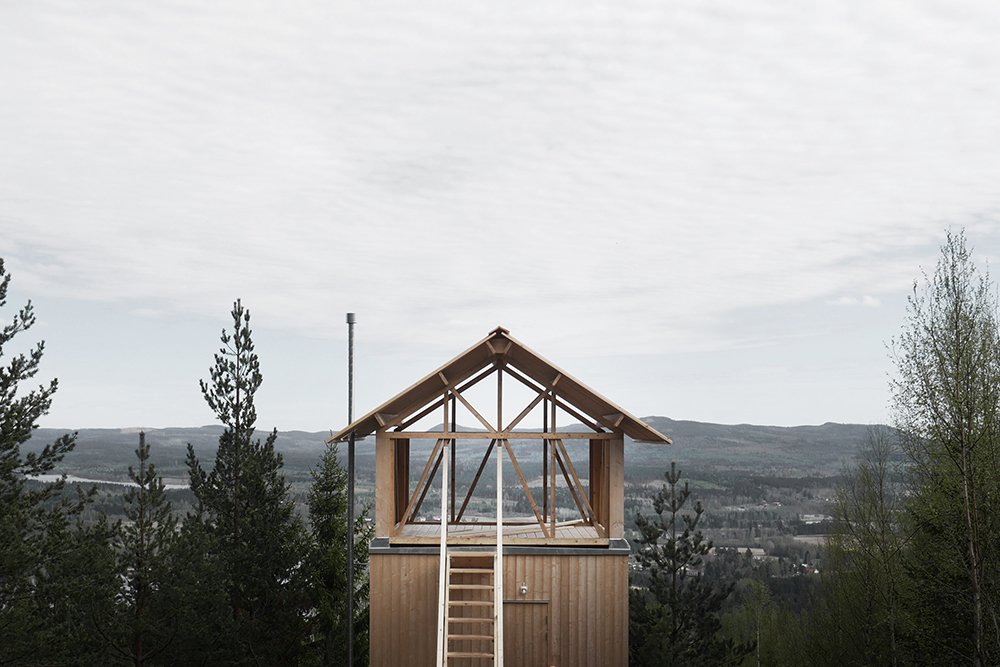 Your Inner Child Loves This Minimalist Treehouse